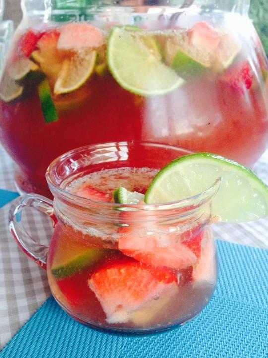 leckere erdbeer caipi rumba bowle rezept mit bild. Black Bedroom Furniture Sets. Home Design Ideas