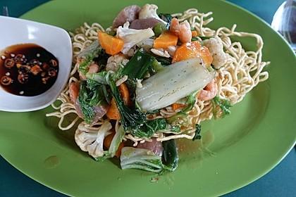 Knusprige Nudeln mit Krabben und Gemüse Taman Griya