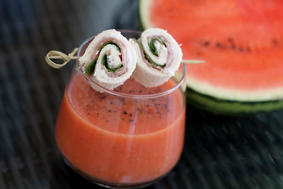 kalte tomaten melonen suppe rezept mit bild von mcmoe. Black Bedroom Furniture Sets. Home Design Ideas