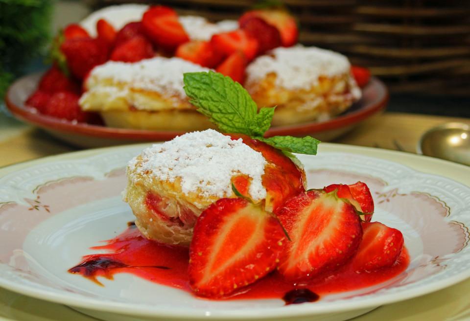 bakewellcakes mit erdbeeren rezept mit bild von thewifemagazin. Black Bedroom Furniture Sets. Home Design Ideas