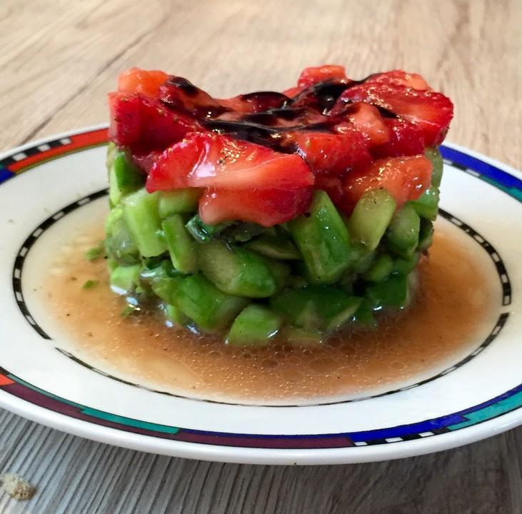 erdbeer spargel salat rezept mit bild von rasenderhirsch. Black Bedroom Furniture Sets. Home Design Ideas