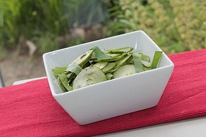 Gurken-Kapuzinerkresse-Salat