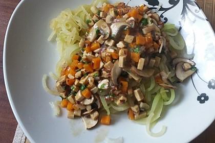 Kohlrabinudeln mit Gemüsesoße