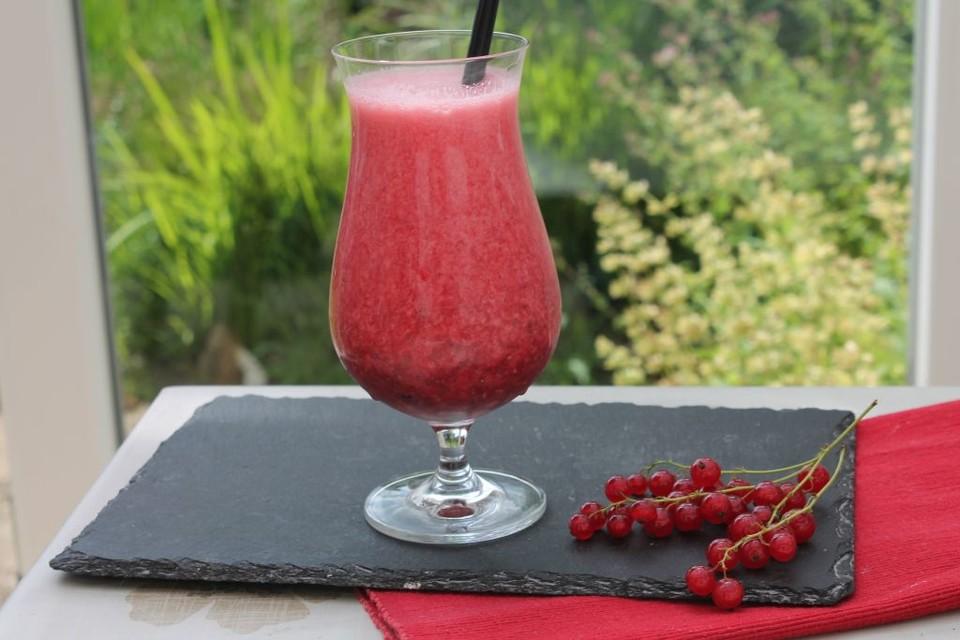 johannisbeer molke goji aprikose drink mit chiasamen von. Black Bedroom Furniture Sets. Home Design Ideas
