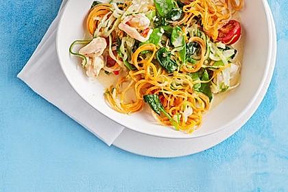 Thailändische Gemüsespaghetti mit Garnelen