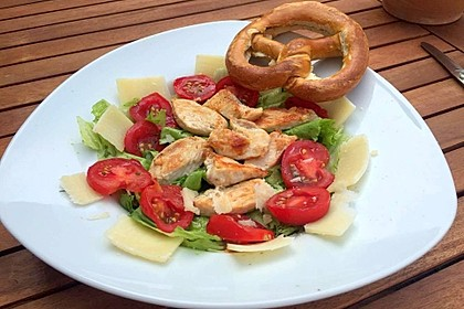 Sommerlicher Salat mit Pestodressing