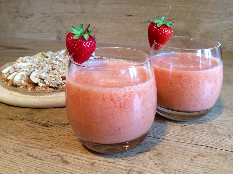 erdbeer bananen smoothie von jnnwllnk