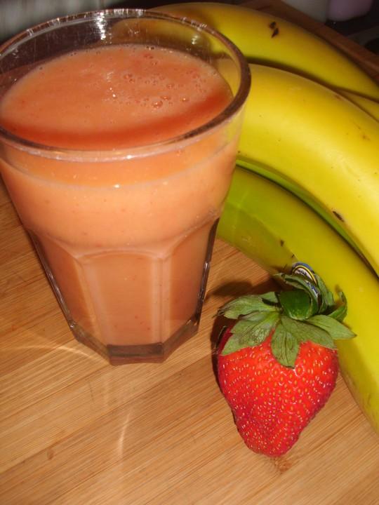 erdbeer bananen smoothie rezept mit bild von der biokoch