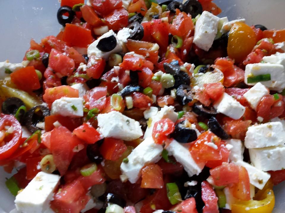 tomaten oliven salat griechischer art rezept mit bild. Black Bedroom Furniture Sets. Home Design Ideas