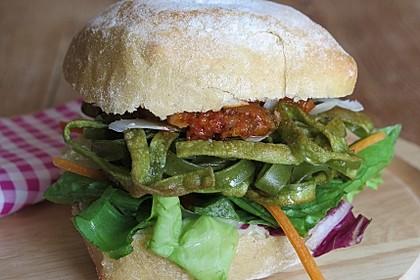Vegetarischer Burger mediterrane Art mit Pastapatty