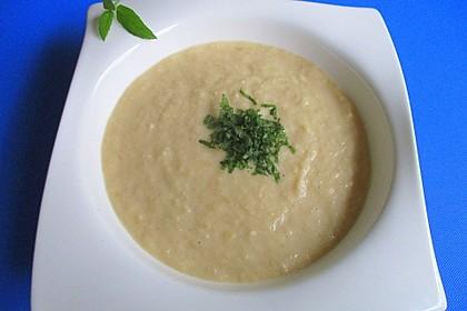 Apfel-Lauch-Suppe mit Meerrettich