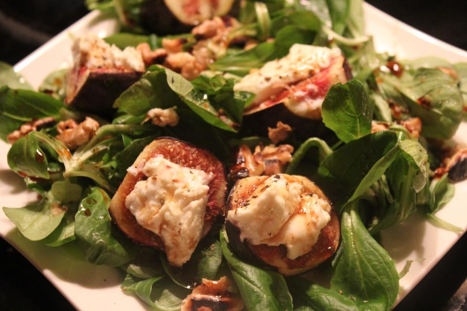 salat mit ziegenk se feigen und honig walnuss vinaigrette rezept mit bild. Black Bedroom Furniture Sets. Home Design Ideas