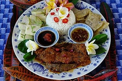 Feuriges Ziegenfleisch Rendang aus Ujung Pandang