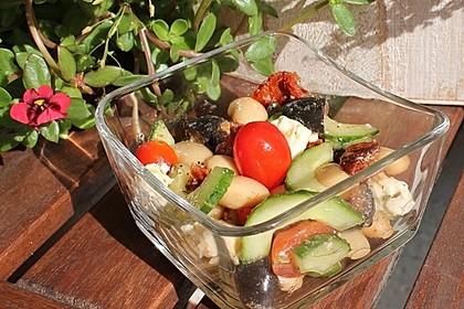 Mediterraner Salat mit Bohnen