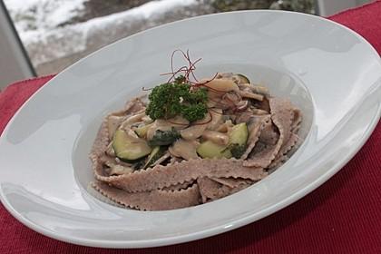 Pasta mit Zucchini-Champignon-Frischkäse-Soße 2