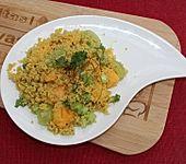 Couscous-Salat mit Sharon-Frucht und Trauben