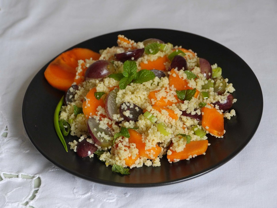 couscous salat mit sharon frucht und trauben rezept mit. Black Bedroom Furniture Sets. Home Design Ideas