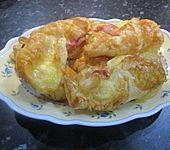 Blätterteigspiralen mit Bacon und Käse (Bild)
