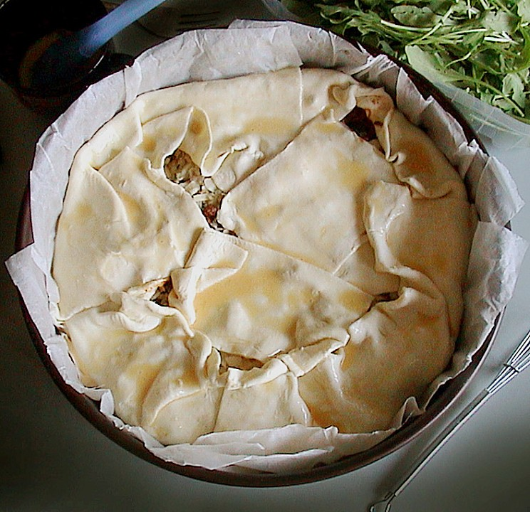 bl tterteig pie mit hackfleisch spinat f llung rezept mit bild. Black Bedroom Furniture Sets. Home Design Ideas