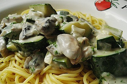 Spaghetti mit Zucchini - Sahnesoße