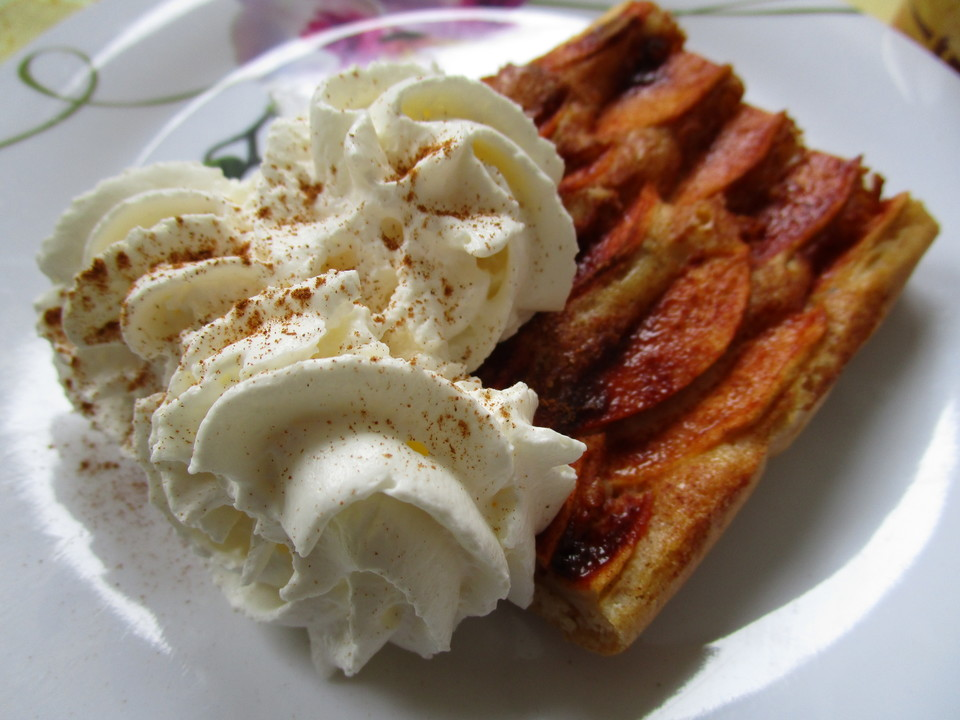 buttermilch apfelkuchen vom blech rezept mit bild. Black Bedroom Furniture Sets. Home Design Ideas