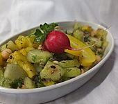 Kichererbsensalat mit Tomate, Gurke, Zwiebeln und Paprika