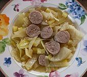 Weißkohleintopf mit frischer Bratwurst