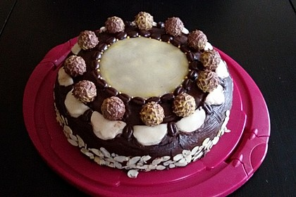 Eierlikör-Buttercreme-Torte mit Marzipandecke 1