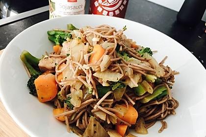 Asiatisch marinierte Hähnchenbrust mit Brokkoli und Soba-Nudeln 2