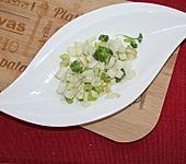 Kohlrabi-Frühlingszwiebel-Salat (Bild)