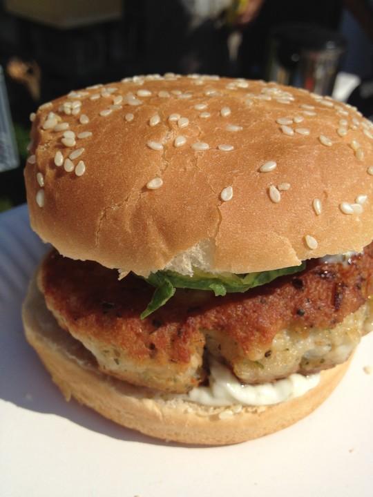 fisch burger mit forellen patty rezept mit bild. Black Bedroom Furniture Sets. Home Design Ideas