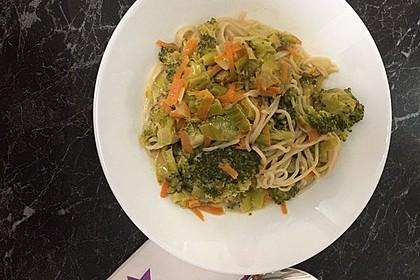 Einfache Mie-Nudel Gemüse-Pfanne