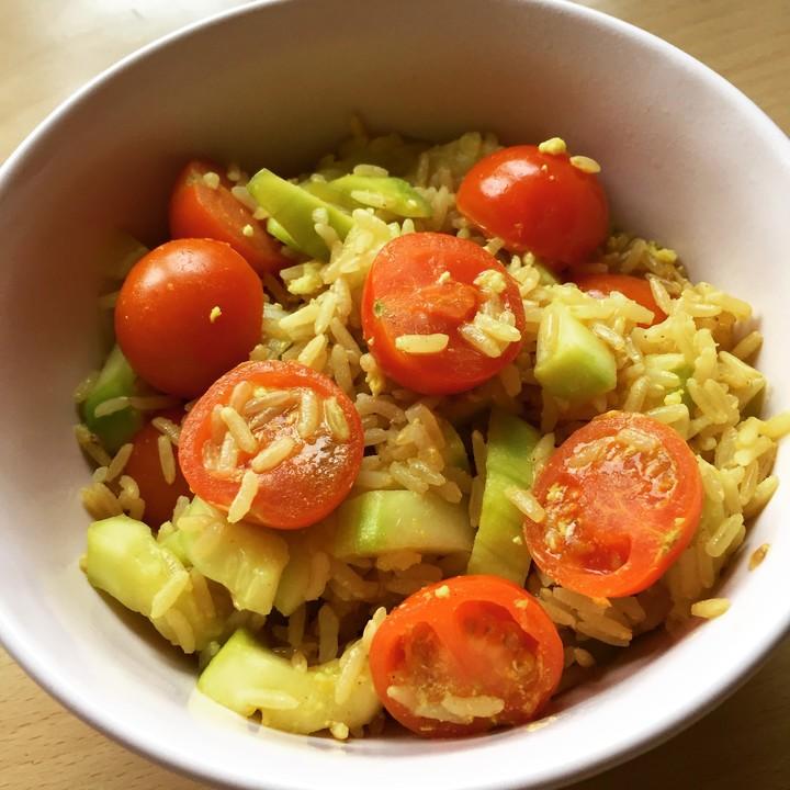 curry reis mit tomate und zucchini von chrissi pe. Black Bedroom Furniture Sets. Home Design Ideas
