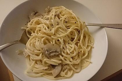 Spaghetti mit veganer Champignon-Rahmsauce