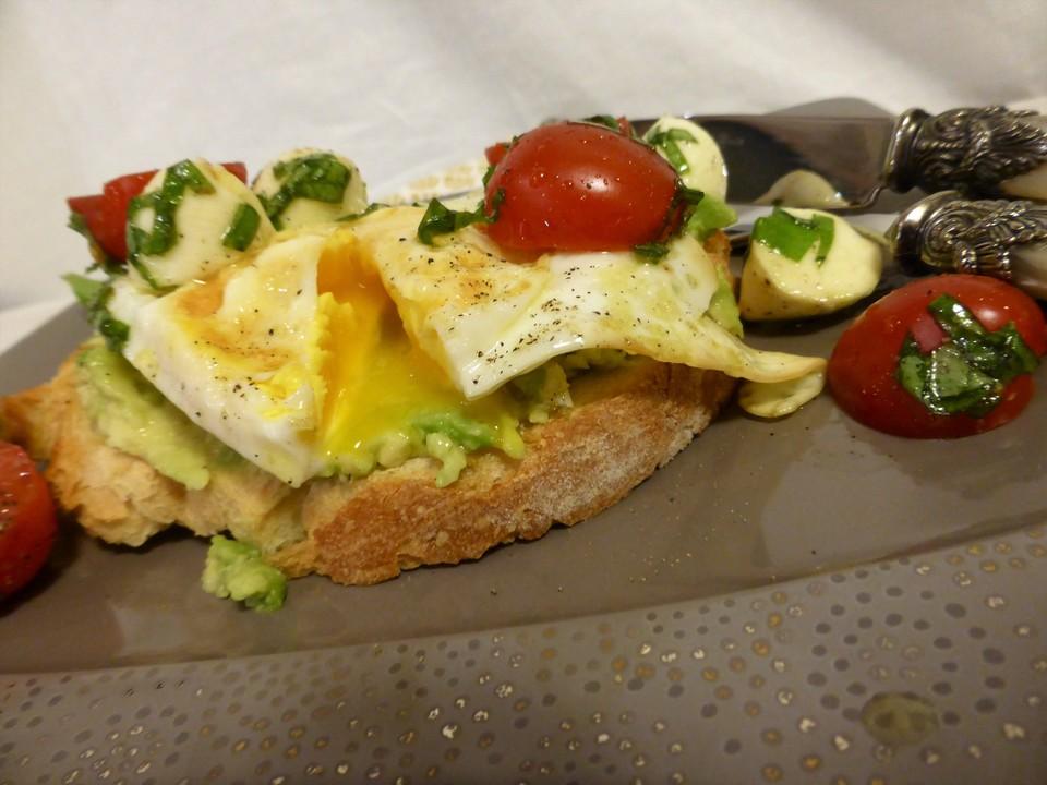 Caprese-Avocado-Breakfast-Toast (Rezept mit Bild ...