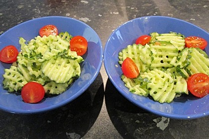 Gurkensalat mit Essig und Öl 3