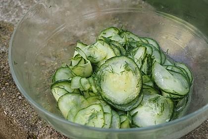Gurkensalat mit Essig und Öl 22