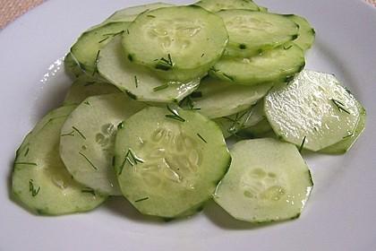 Gurkensalat mit Essig und Öl 4