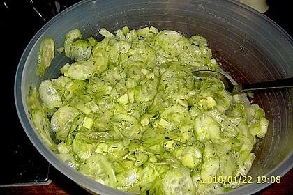 Gurkensalat mit Essig und Öl 61