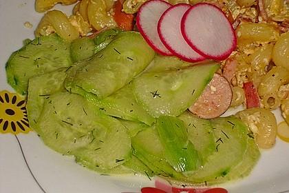 Gurkensalat mit Essig und Öl 31