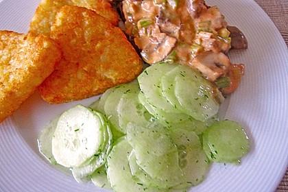 Gurkensalat mit Essig und Öl 77