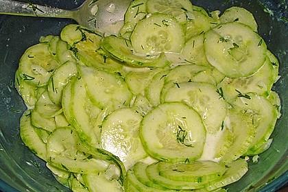 Gurkensalat mit Essig und Öl 34