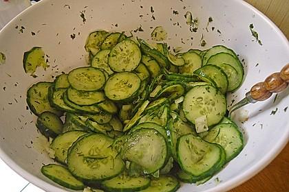 Gurkensalat mit Essig und Öl 56