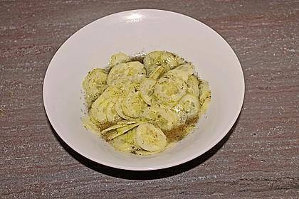 Gurkensalat mit Essig und Öl 48