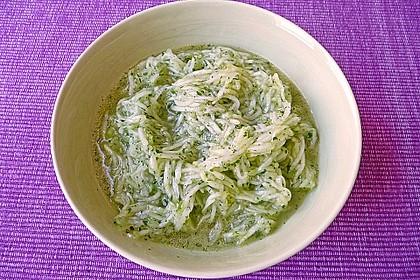 Gurkensalat mit Essig und Öl 67