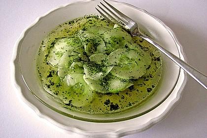Gurkensalat mit Essig und Öl 9
