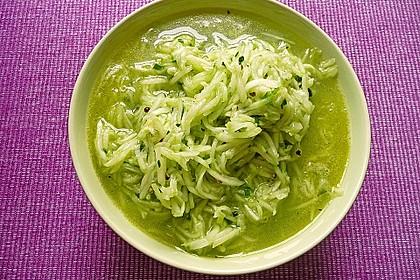Gurkensalat mit Essig und Öl 60