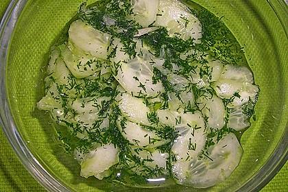 Gurkensalat mit Essig und Öl 30