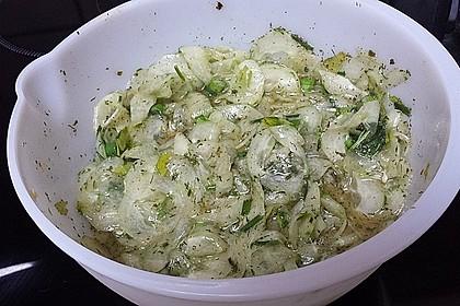 Gurkensalat mit Essig und Öl 85