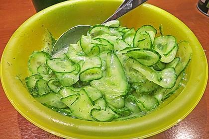 Gurkensalat mit Essig und Öl 45